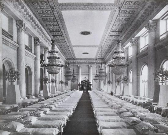 Госпиталь в Николаевском зале Зимнего дворца