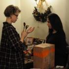 Ксения и Николь - волонтеры на ярмарке