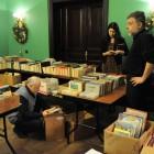 Протоиерей Александр Степанов, Наталья Фанина и Александр Крупинин разбирают книги