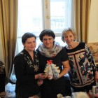 Ольга Суровегина с волонтерами у стола с сувенирами