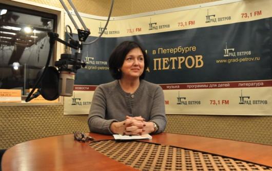 Наталия Инина в студии радио Град Петров