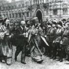 Москва, 1917. Митрополит Московский Тихон благословляет ударный батальон перед отправкой на фронт