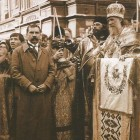 Москва, 1918. Молебен у Никольских ворот. На переднем плане - келейник Патриарха Я.А.Полозов