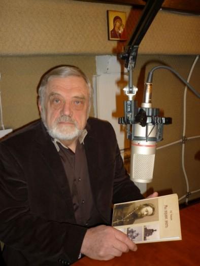 Анатолий Чельцов в студии радио Град Петров