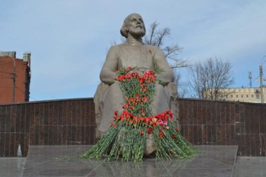 Циолковский памятник на улице Циолковского