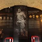 На стене напротив вещей и портрета епископа – один из палачей, работавших в тюрьме.