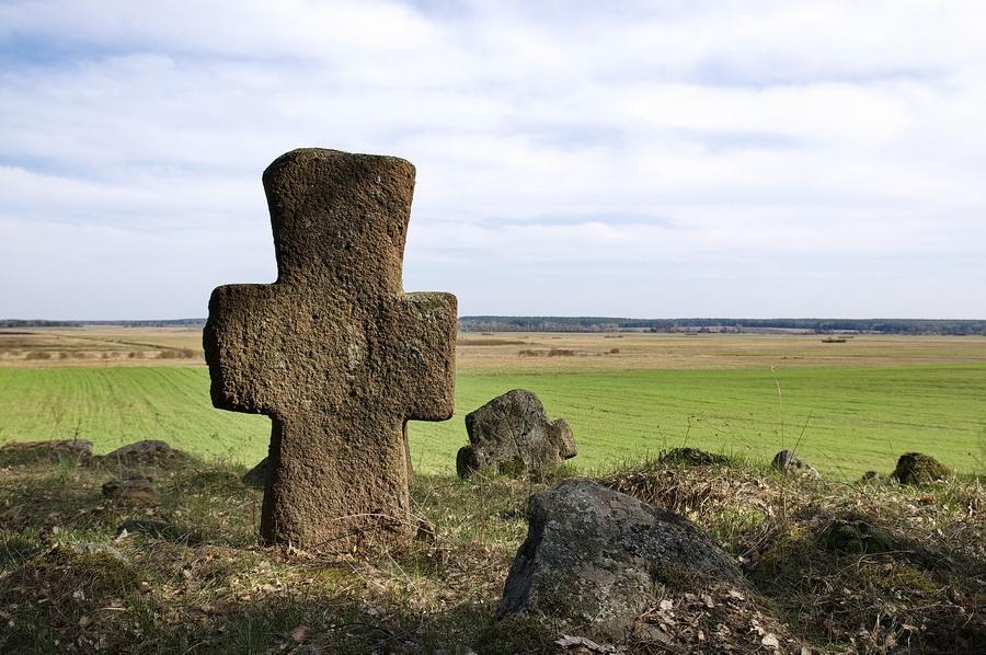 заголовок Каменные кресты