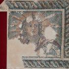 Фрагмент напольной мозаики с изображением «Персонификации Солнца». Поздний III – ранний IV в. Археологический музей в Спарте