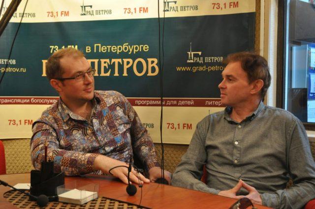 Александр Мраморнов Сергей Фирсов в студии радио Град Петров