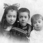 Дети Николевские: Нина, Вадим и Юрий. 1912 год. Вадим с Юрием будут расстреляны в 1934.