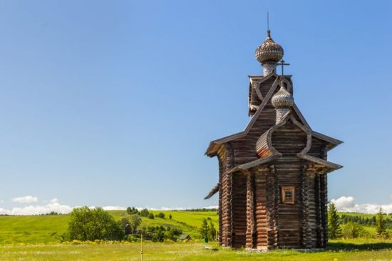 Церковь Преображения 1702 г из с Янидор Чердынского района (музей Хохловка Перского края) с крещатой бочкой