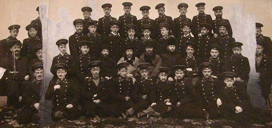 Группа выпускников СПб Духовной семинарии с преподавателями