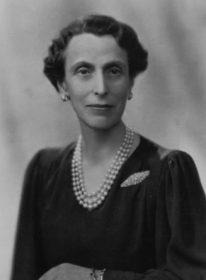 Дочь Виктории (старшей сестры императрицы Александры Федоровны) Луиза Маунтбеттен, королева Швеции